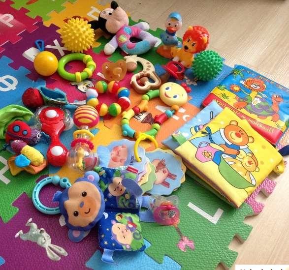 как развивать ребенка в три месяца игрушки